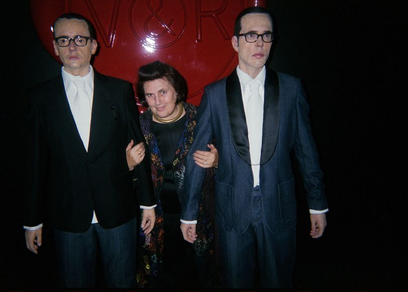 Suzy with statues of Viktor and Rolf in Paris, October 2003