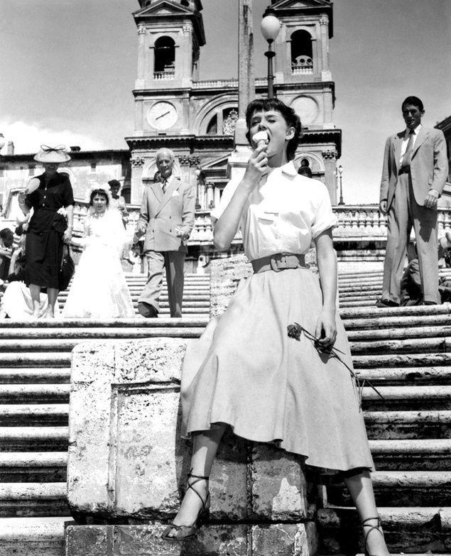 Still de Férias em Roma (1953), com Audrey Hepburn e Gregory Peck.