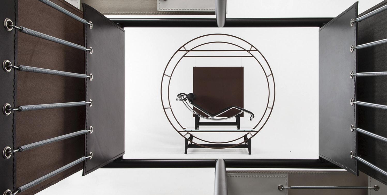 Chailse longue LC4, por Le Corbusier, Pierre Jeanneret e Charlotte Perriand  © Cassina