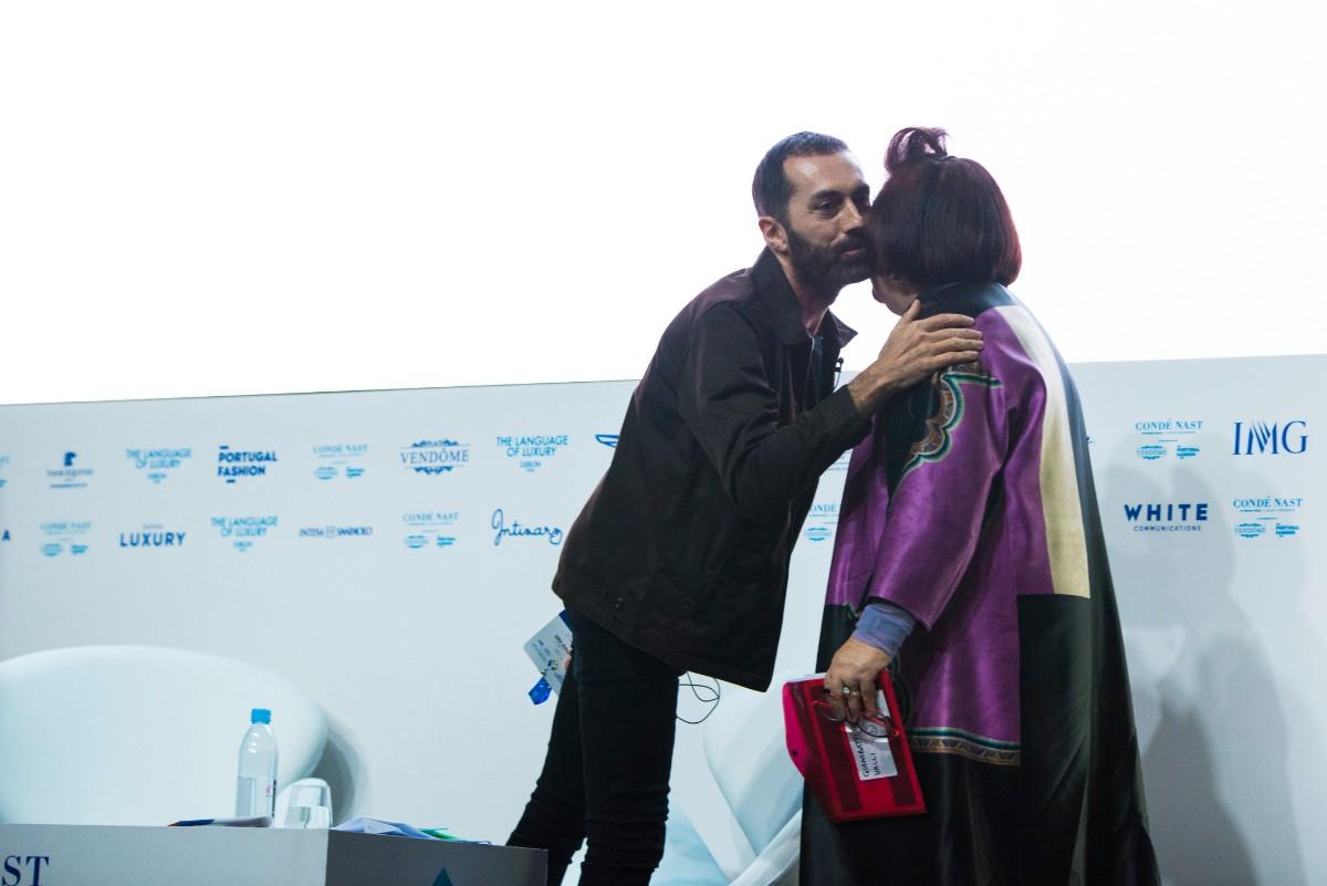 6022c69f7 Giambattista Valli e Suzy Menkes no palco da CNI Luxury Conference 2018, em  Lisboa ©Indigital