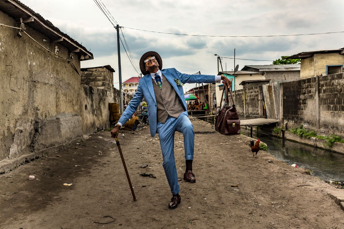Elie Fontaine Nsassoni, 45-year-old taxi owner and sapeur for 35 years, in Brazzaville, 2017 © Tariq Zaidi
