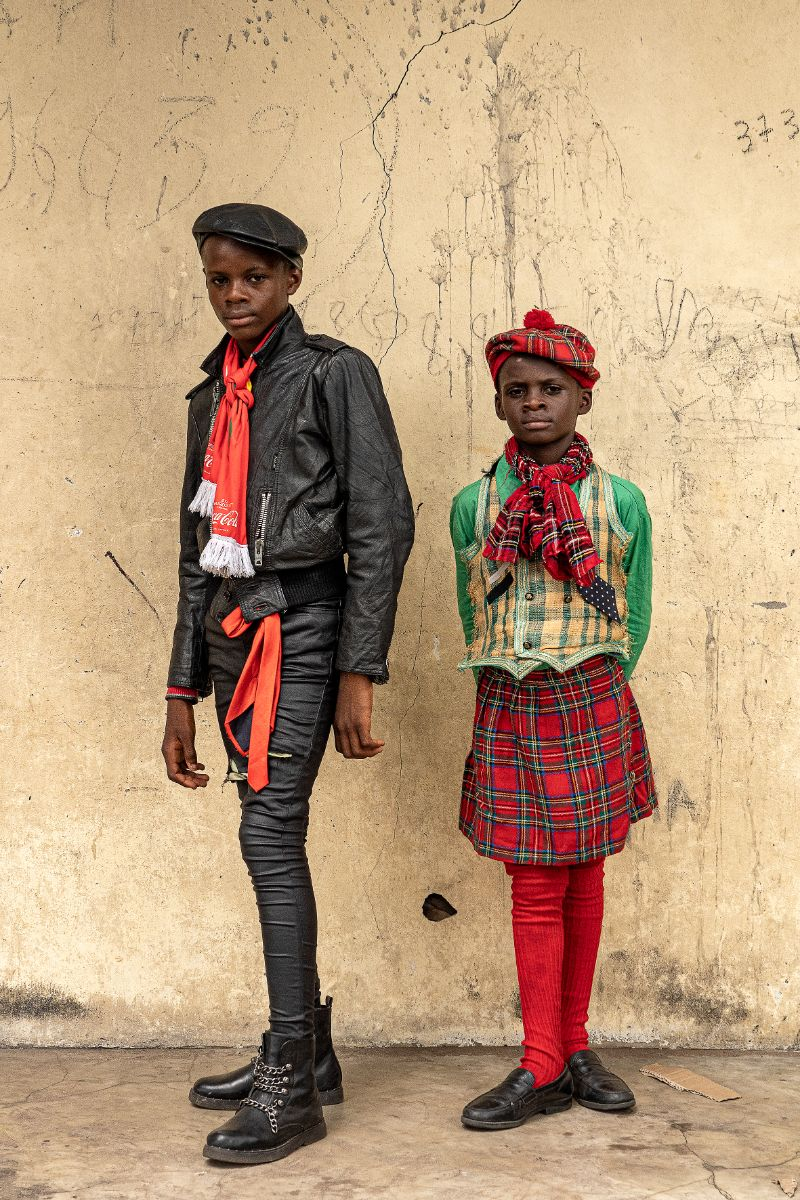 Francis Okiemi, 14-year-old school student and sapeur for 3 years, Steven Okiemi, 9-year-old school student and sapeur for 1 year, in Brazzaville, 2019 © Tariq Zaidi