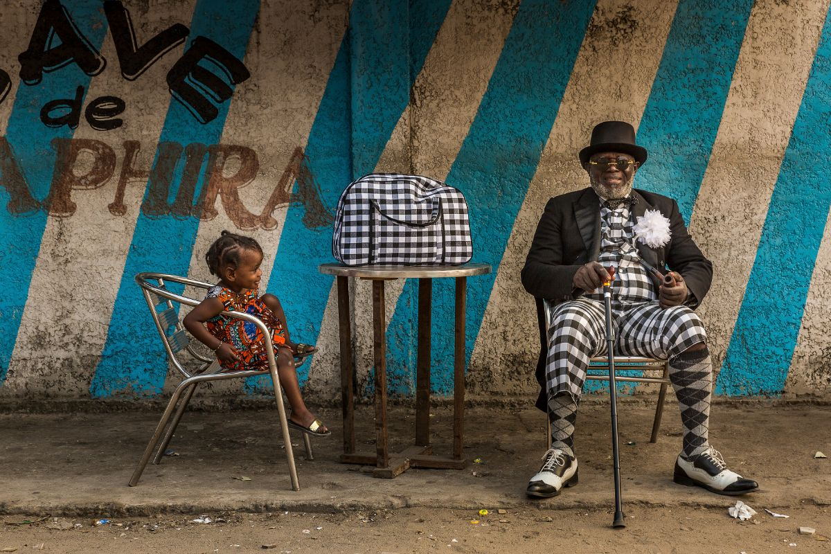 Yamea Bansimba Jean Claude, 58-year-old bricklayer and sapeur for 50 years, in Brazzaville, 2017 © Tariq Zaidi