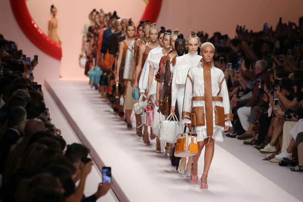 A final do desfile primavera/verão da Fendi ©Getty Images