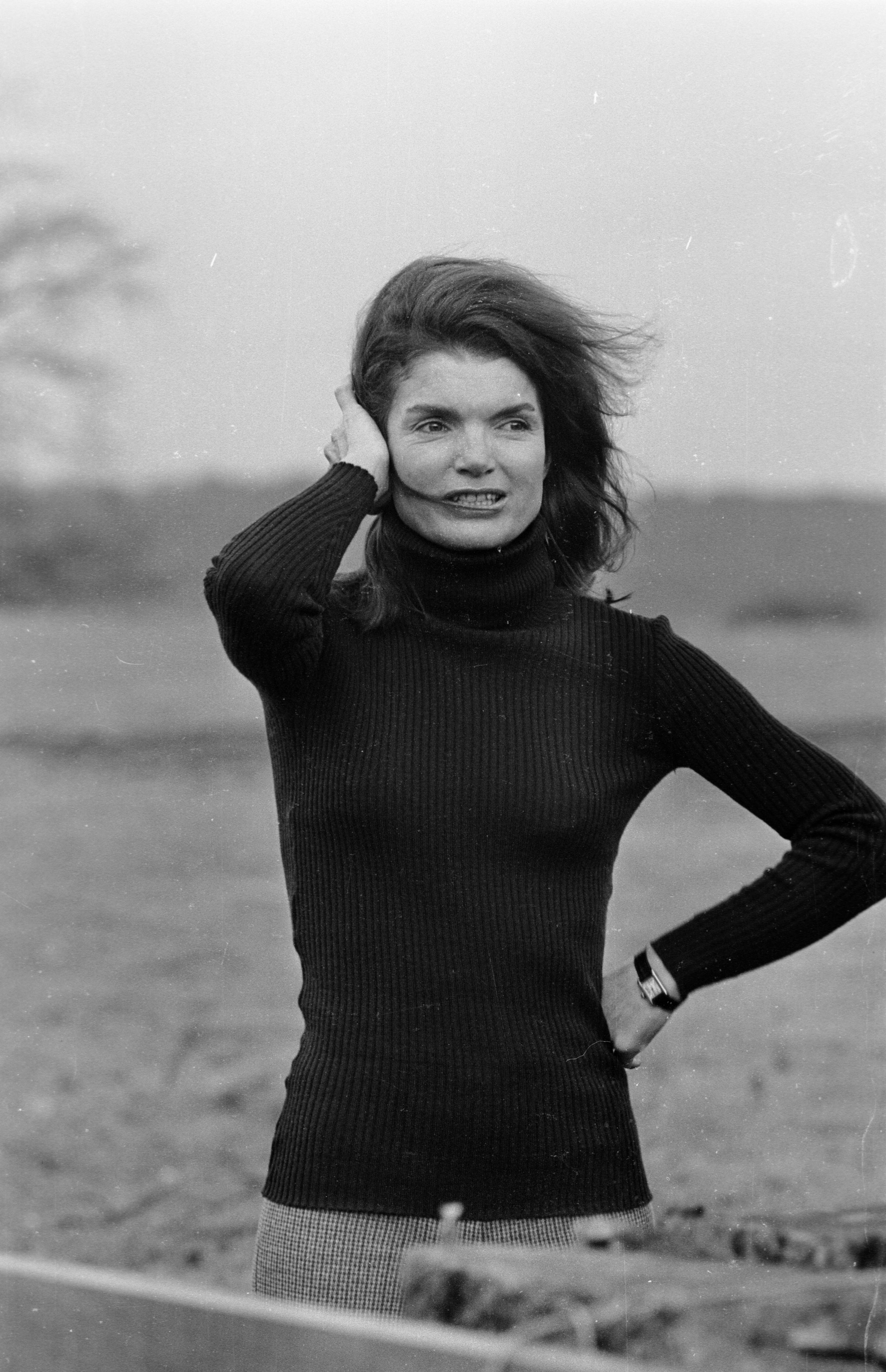 Jacqueline Kennedy, 1969, com o relógio Tank da Cartier. © Getty Images