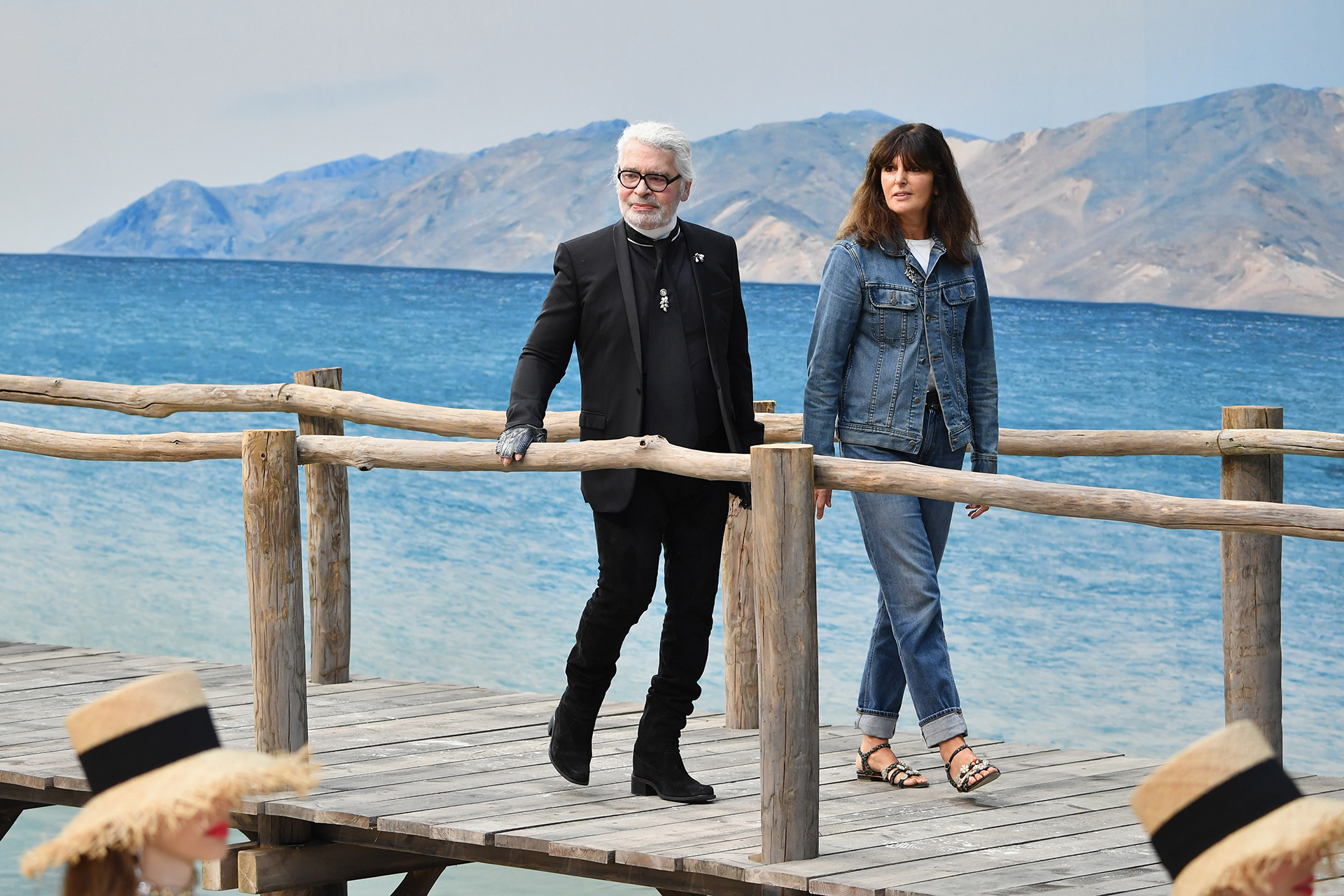 Karl Lagerfeld e Virginie Viard, no final bow da primavera/verão 2019 © Getty Images