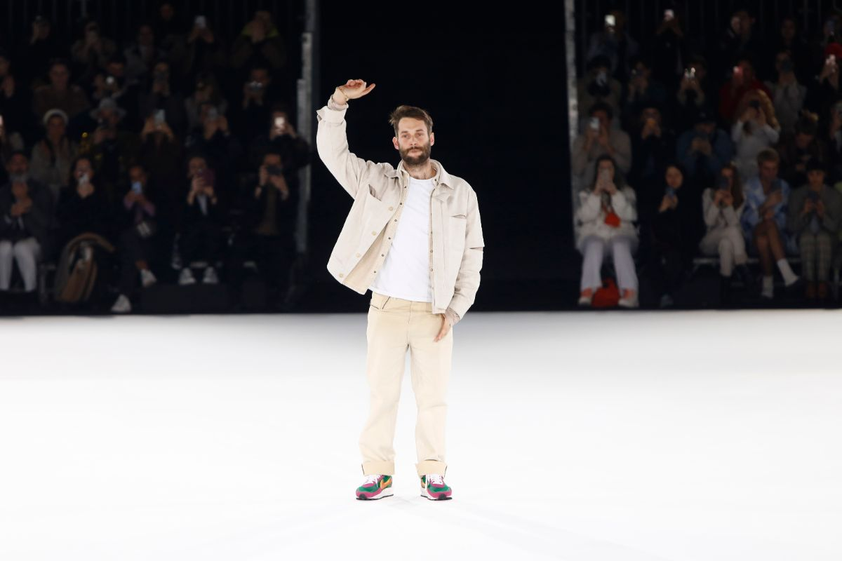Simon Porte Jacquemus no final do desfile do outono/inverno 2020 © Getty Images