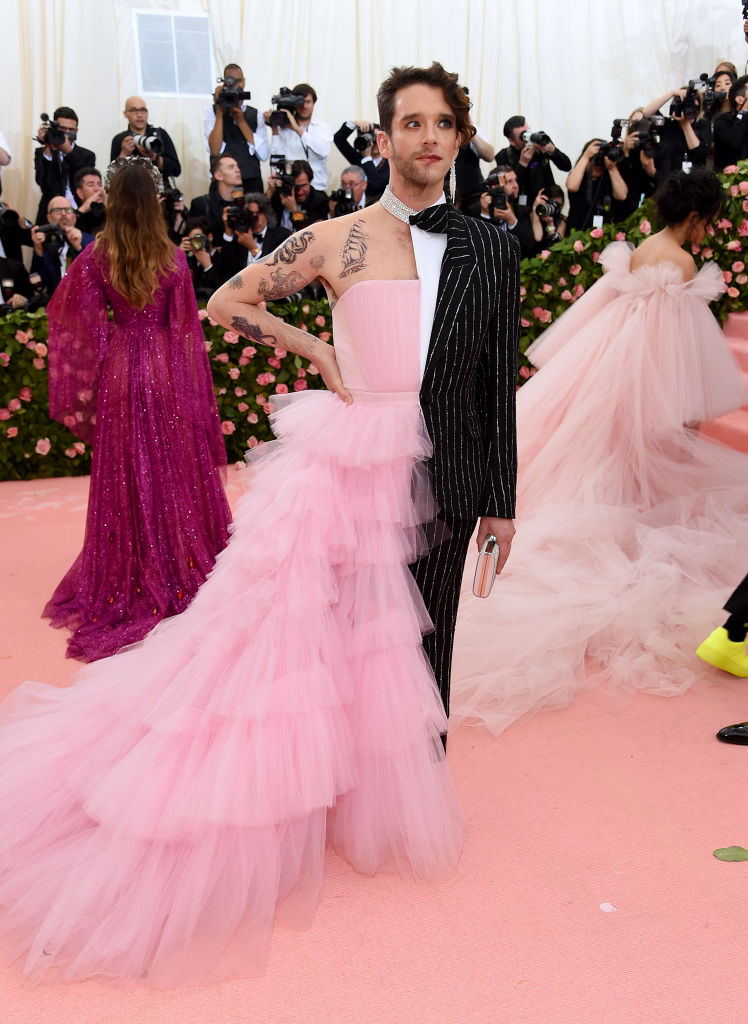 Michael Urie em Christian Siriano ©Getty Images