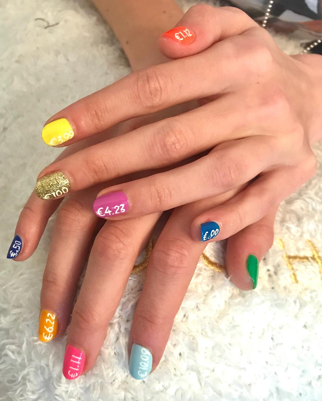 514cd0bd7b Rainbow nails: as unhas da estação pintam-se com as cores do arco-íris
